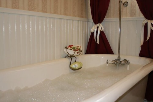 Deep Soaking Bathtub, Julian Gold Rush Hotel