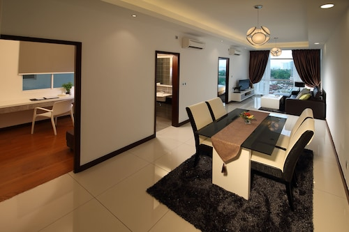 Paragon Serviced Suites @ Straits View