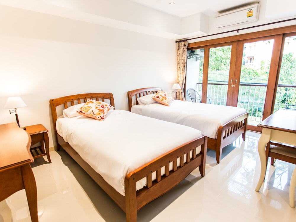 Book rendezvous classic house chiang mai hotel deals for Classic house chiang mai massage