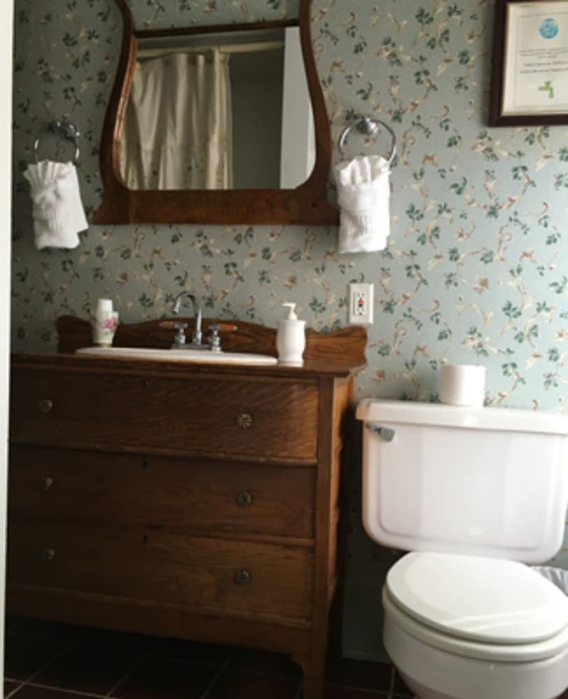 Bathroom, Inn At The Canal Bed & Breakfast