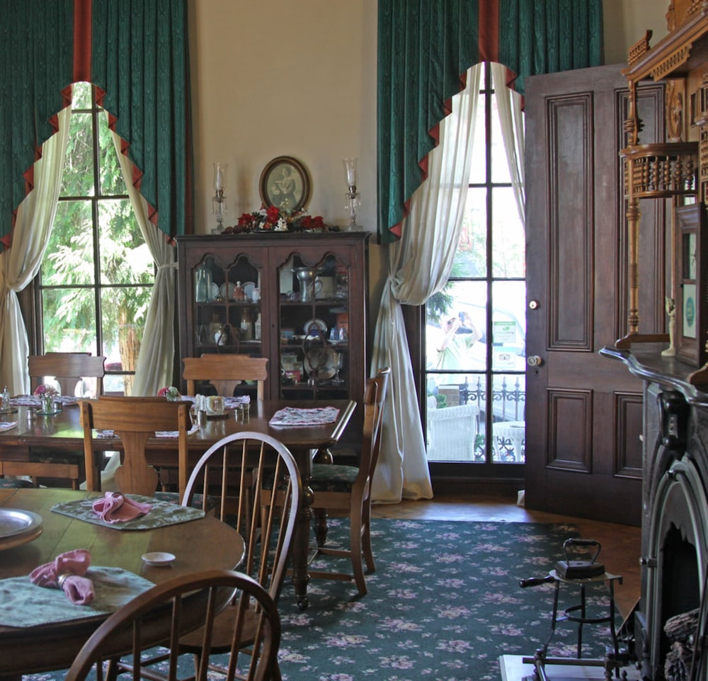 Dining, Inn At The Canal Bed & Breakfast
