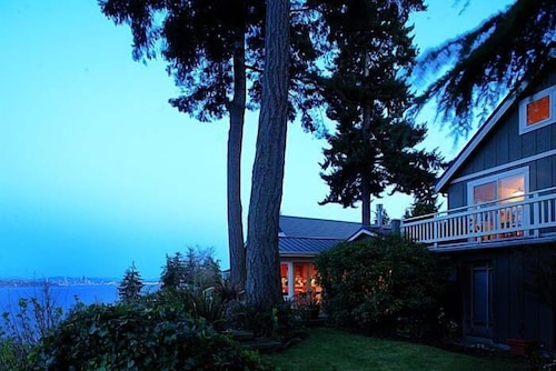 Skiff Point Guest House