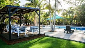 3 outdoor pools, open 8 AM to 6 PM, free pool cabanas, pool loungers