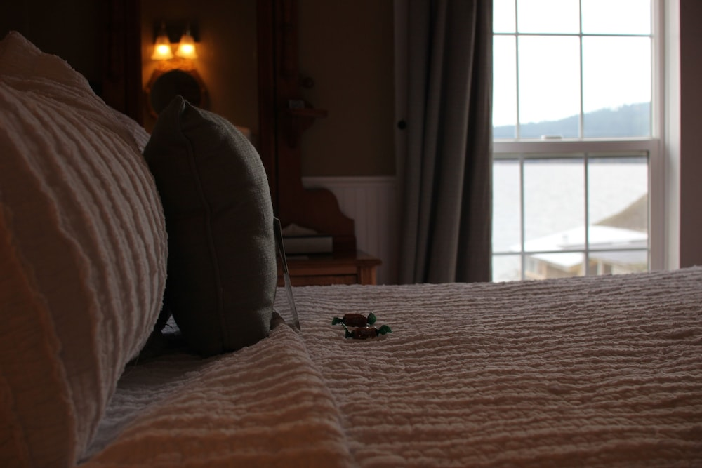 Room, Outlook Inn on Orcas Island