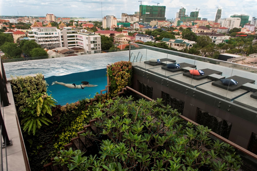 Rooftop Pool, Aquarius Hotel & Urban Resort Phnom Penh