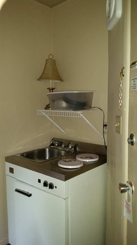 Private Kitchenette, Pine cone Motel