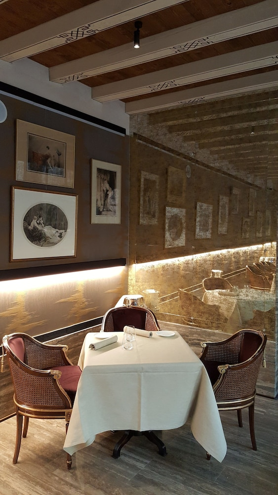 Food Court, Palazzo Venart Luxury Hotel