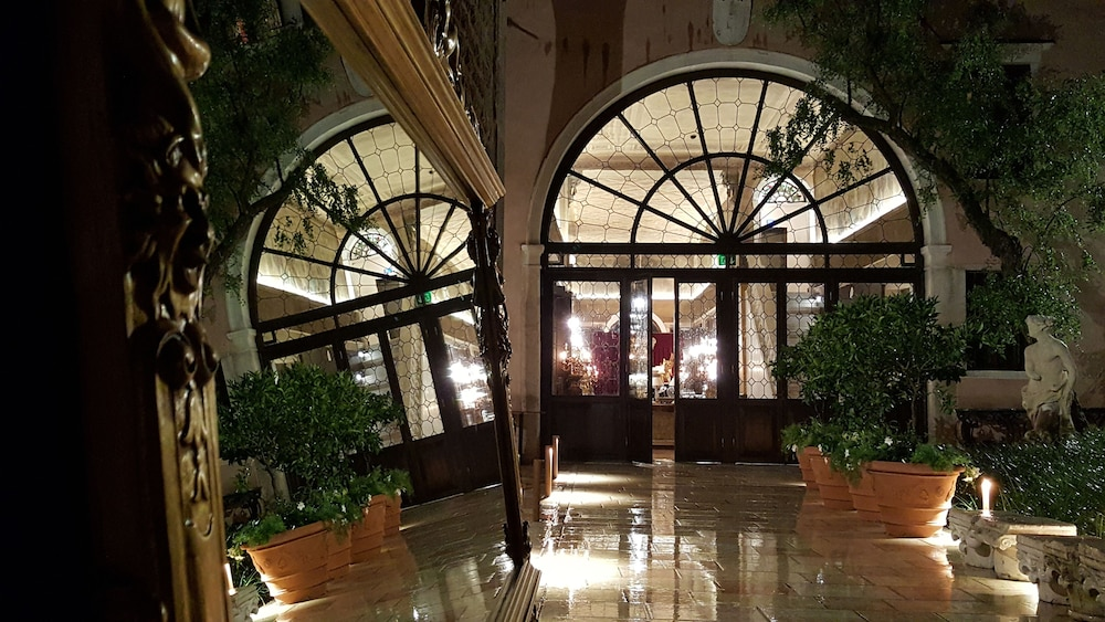 Interior Entrance, Palazzo Venart Luxury Hotel