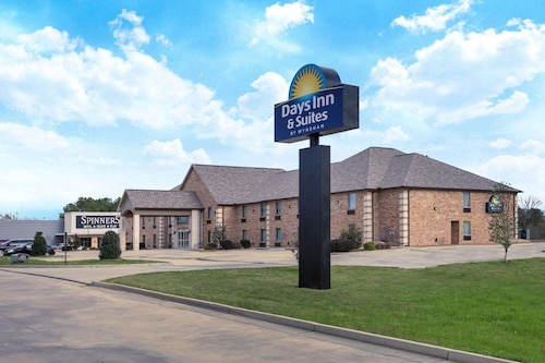Days Inn & Suites by Wyndham Florence/Jackson Area