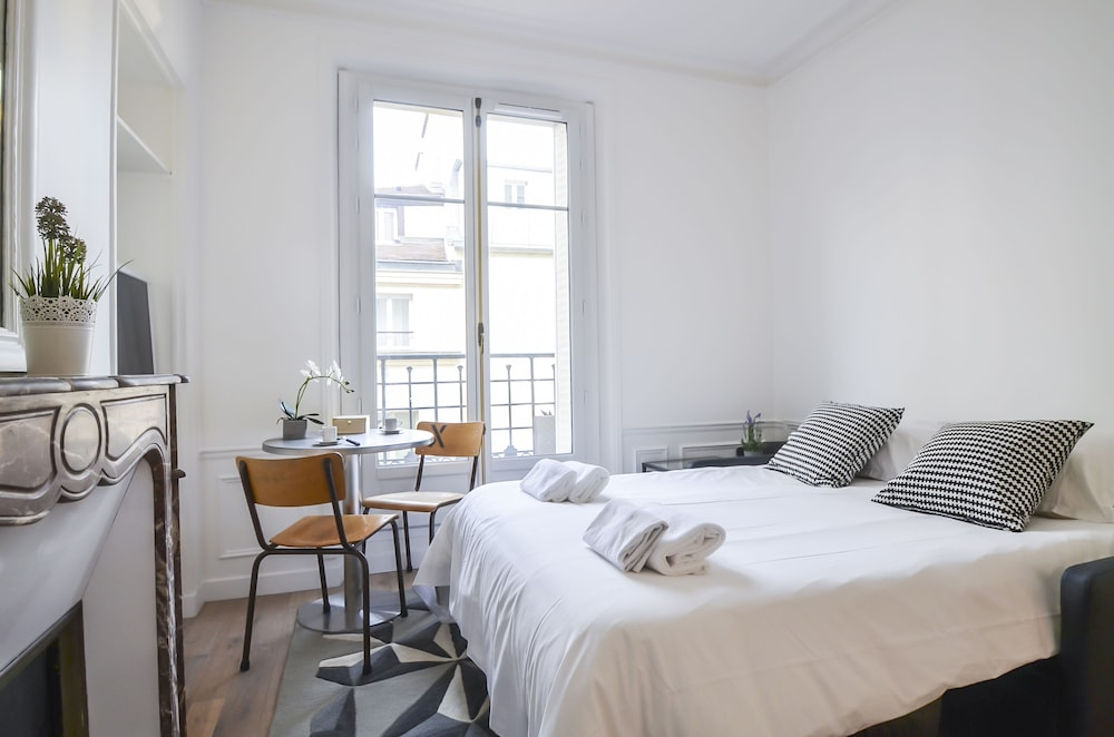 Luxury Apartment In Paris Montorgueil 0 Out Of 5 Exterior Featured Image Guestroom