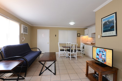 The Sea Garden Motel And Apartments: 2018 Pictures, Reviews, Prices U0026 Deals  | Expedia.ca