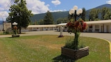 The Victorian Motel and RV Park - Grand Forks Hotels