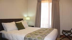 高級寢具、熨斗/熨衫板、嬰兒床 (收費)、摺床/加床 (收費)