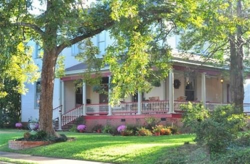 Great Place to stay Hardeman House near Nacogdoches