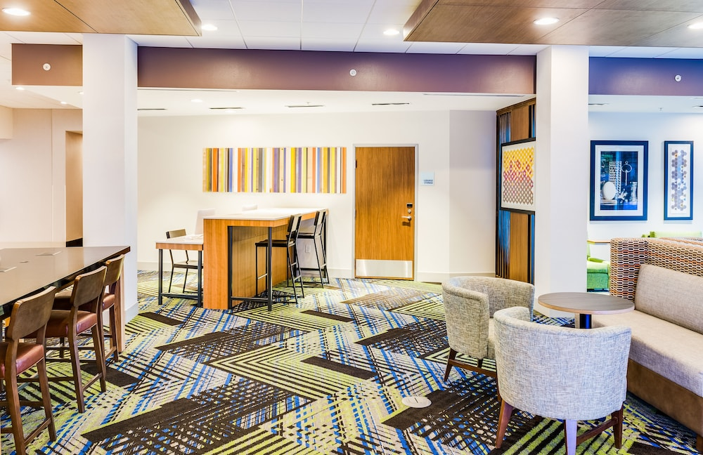 Lobby, Holiday Inn Express & Suites Russellville