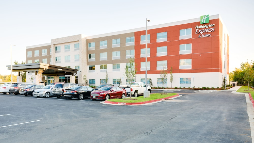 Featured Image, Holiday Inn Express & Suites Russellville