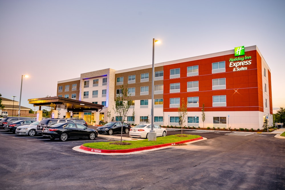 Exterior, Holiday Inn Express & Suites Russellville