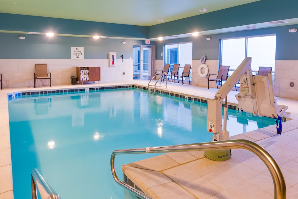 Pool, Holiday Inn Express & Suites Russellville