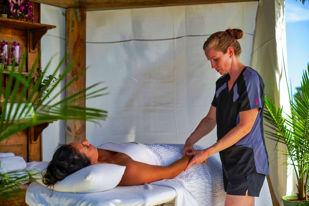 Massage, Waves Resort