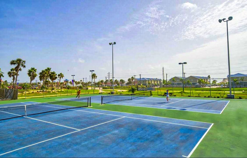 Tennis Court, Waves Resort