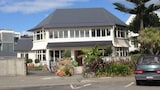 Cave Rock Guest House - Christchurch Hotels