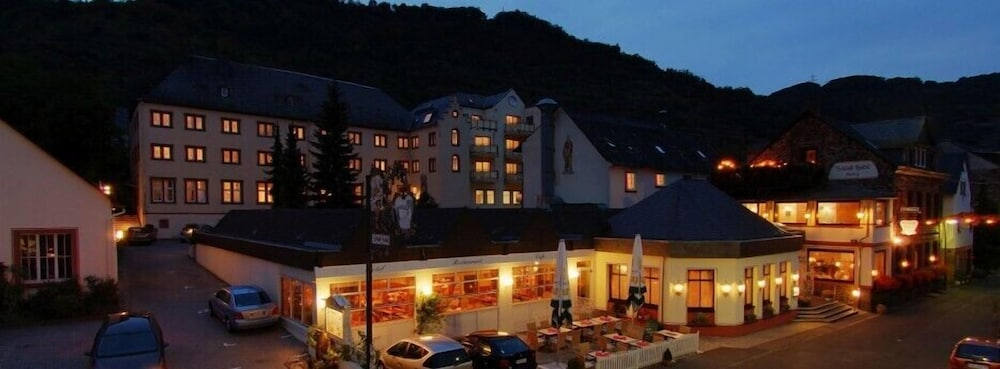 Front of Property - Evening/Night, Schloß-Hotel Petry