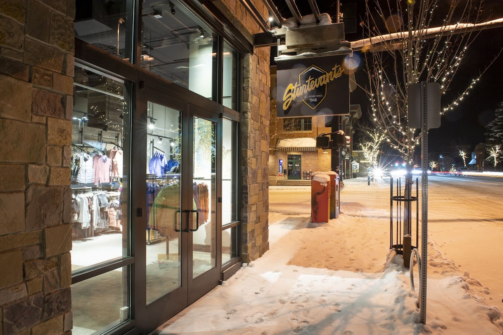Snow and Ski Sports, Limelight Hotel Ketchum