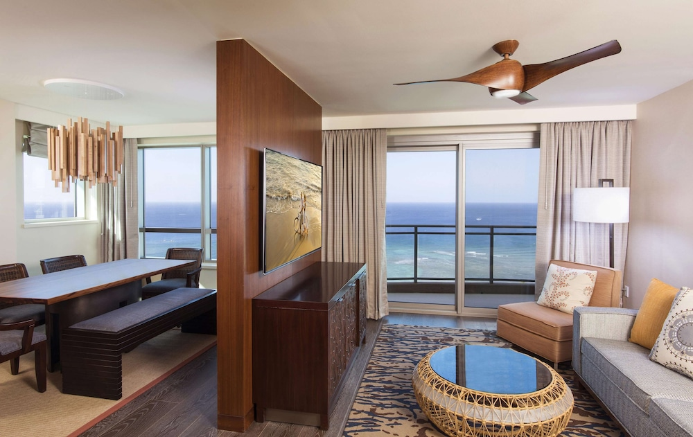 Room, The Grand Islander by Hilton Grand Vacations