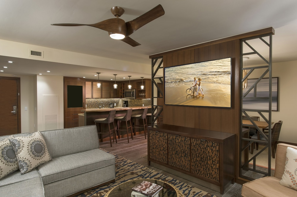 Living Area, The Grand Islander by Hilton Grand Vacations