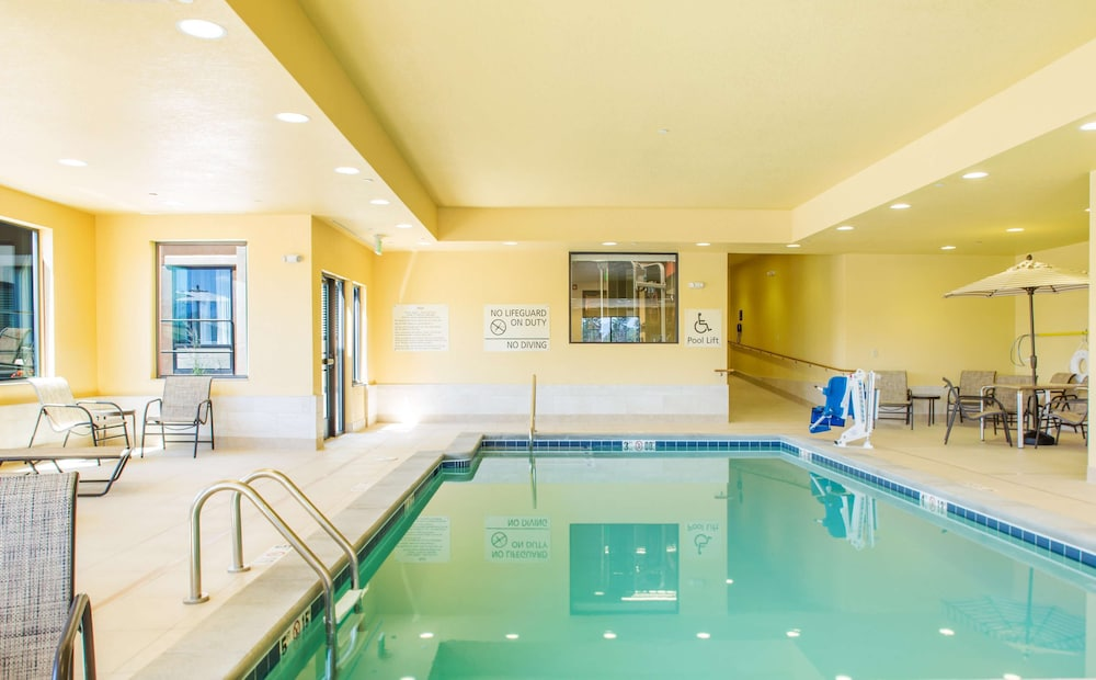 Pool, Hampton Inn & Suites Whitefish