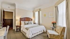 Hochwertige Bettwaren, Daunenbettdecken, Bügeleisen/Bügelbrett