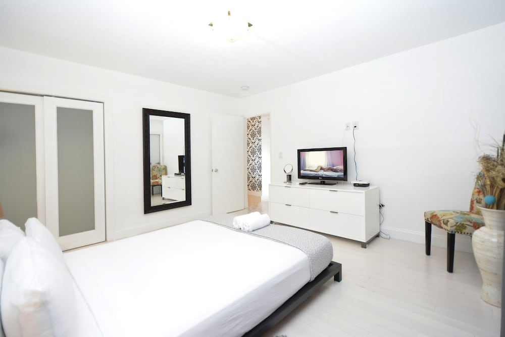 One Bedroom Apartment   Featured Image One Bedroom Apartment   Guestroom ...