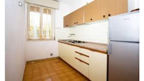 Großer Kühlschrank, Kochgeschirr/Geschirr/Besteck