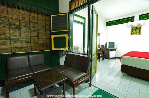 Hotel batik yogyakarta 2017 room prices deals reviews for Terrace yogyakarta