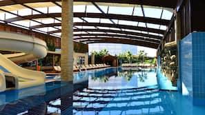 2 binnenzwembaden, 7 buitenzwembaden, parasols voor strand/zwembad