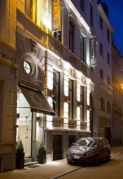 Rue Veydt 40, 1050 Brussels, Belgium.