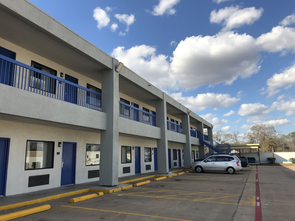 Parking, Americas Best Value Inn & Suites Channelview Houston