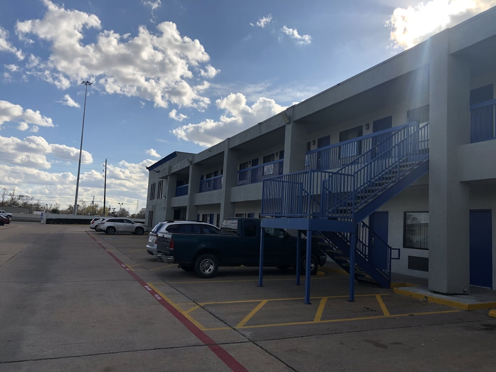 RV or Truck Parking, Americas Best Value Inn & Suites Channelview Houston