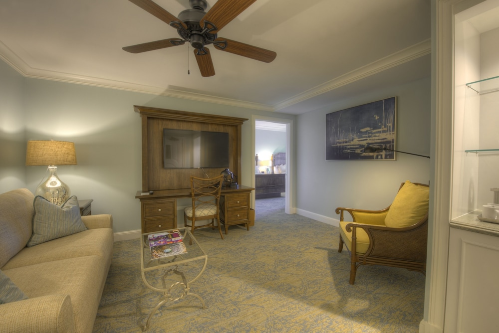 Living Area, The Henderson, a Salamander Beach & Spa Resort