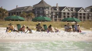 Private beach nearby, white sand, sun loungers, beach umbrellas