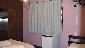 Frigobar, cortinas blackout, camas extras/dobráveis (sobretaxa)