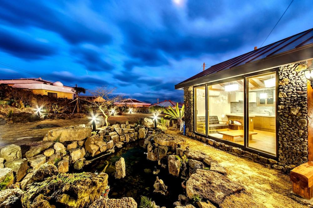Tremendous Full House Billewat Jeju Jeju Coree Du Sud Expedia Fr Download Free Architecture Designs Jebrpmadebymaigaardcom