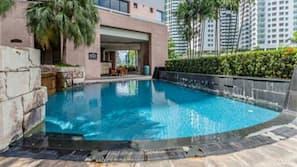 4 室外游泳池