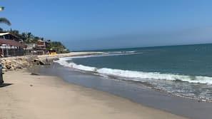 Ubicación cercana a la playa y 5 bares en la playa