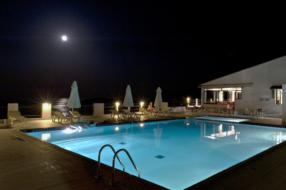 Skiathos club hotel suites reviews photos rates for Skiathos hotels