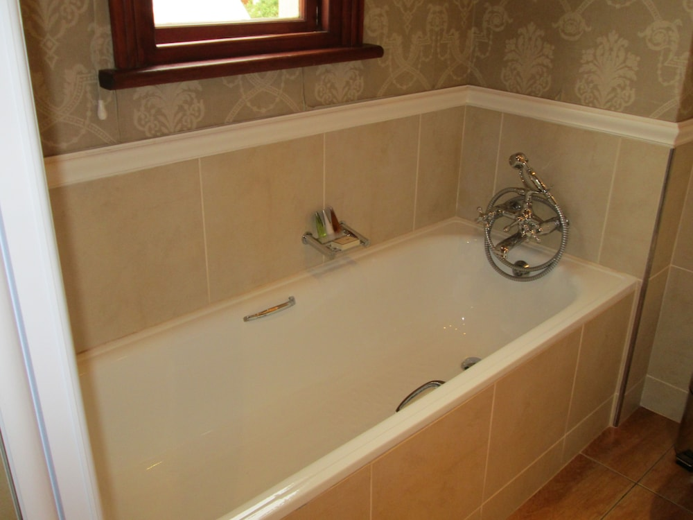 Deep Soaking Bathtub, Kwa Jabu Accommodation