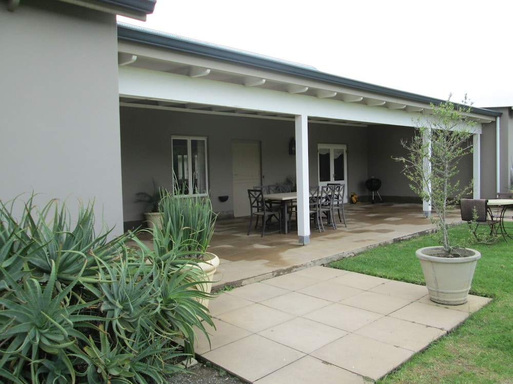 Courtyard, Kwa Jabu Accommodation
