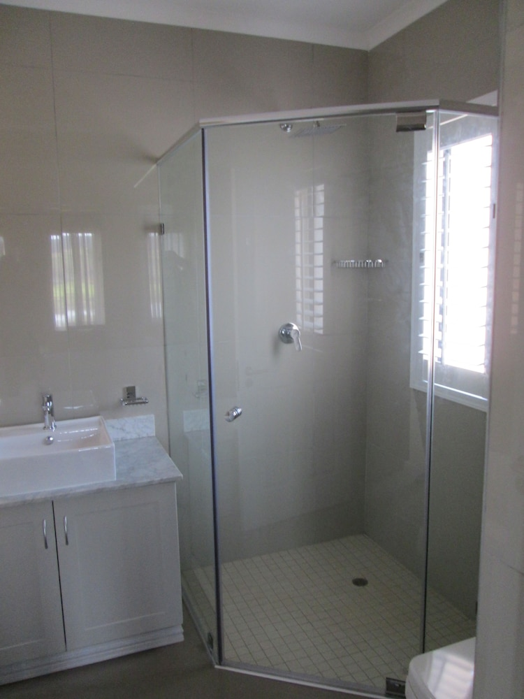 Bathroom Shower, Kwa Jabu Accommodation