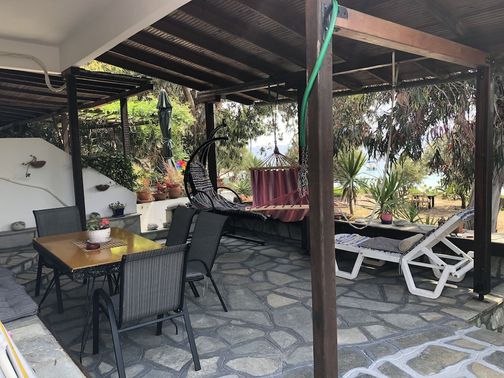 Outdoor Dining, Agrelia House