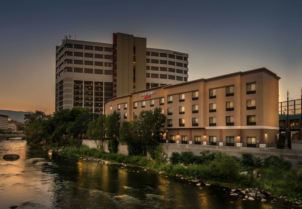 The hotel deals and vacation packages at Nugget Casino Resort near Reno, NV have something for everyone. Take advantage of our hotel deal discounts and special rates so that you can experience all that Sparks, Nevada's leading casino hotel has to offer.